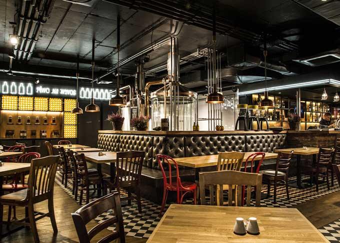 Att välja rätt material till restaurangstolar